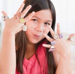 Materialistik: Kanak-kanak tidak dilahirkan ingin Gucci T-shirt. Mereka dilahirkan mahu kasih sayang, perhatian, keselamatan dan sempadan